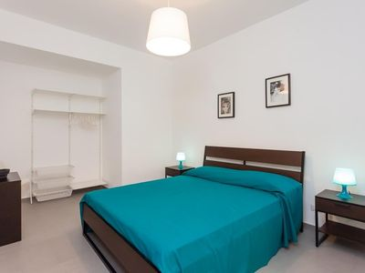 Photo for Apartment in the center of Naples with Internet, Air conditioning (631108)