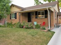 Toddler friendly home close to downtown attractions.