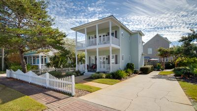 Photo for 20% OFF Jan. 1 - March 6 2020! Close to Pool ~ Large Driveway ~ Walk to Beach