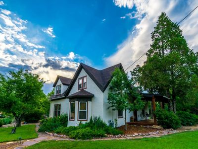 Photo for Rate Discounted 15% Sep 3 - Sep 25   *NEW* GARDEN OF THE GODS HAVEN, 4 BR, 2 1/2 BA, Sleeps 14, Free Wifi, Cable TV, Walk or Bike 1.6 mi