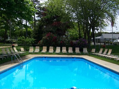 You share this great outdoor pool and an indoor pool with this cottage!!