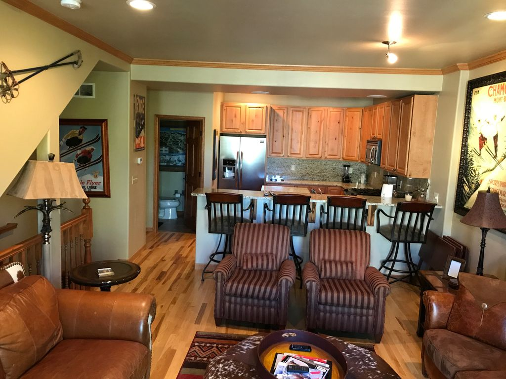 image of living room cozy condo conveniently located between homeaway minturn 16394