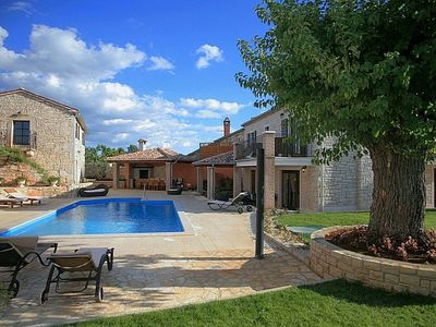 Photo for Luxurious villa in Istria with pool for 12 persons, pets welcome