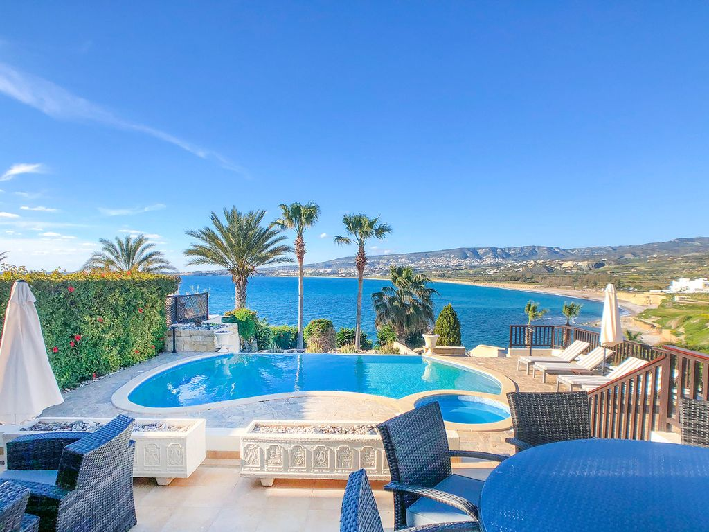 Villa Oasis: BEACHFRONT, HEATED POOL, HOT TUB, EXCEPTIONAL VIEWS ...