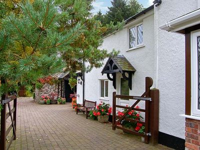 Photo for THE LITTLE WHITE COTTAGE, pet friendly in Ruthin, Ref 926008