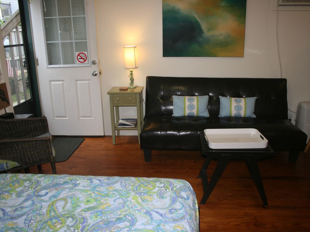 efficiency apartment in the heart of wright vrbo efficiency apartment queen bed and sitting area