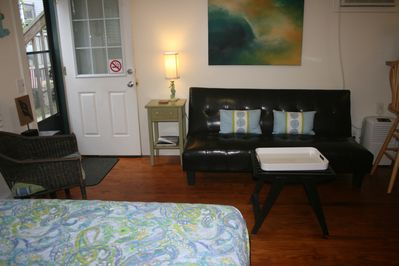 Efficiency Apartment / queen bed and sitting area.
