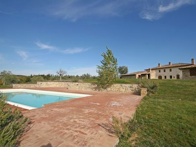 Photo for Cosy apartment for 2 people with pool, TV, panoramic view and parking, close to Siena