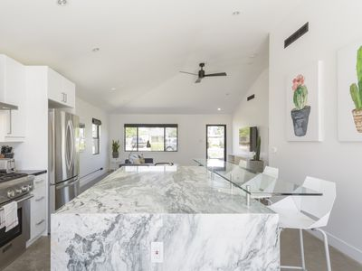 Luxury Remodel incl. Separate Guest House & Rooftop Deck