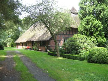 cozy apartment in Tudor style house under thatch, quiet and centrally