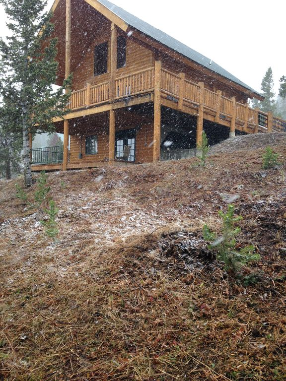 Secluded mountain cabin near south entrance of yellowstone for Cabins in wyoming near yellowstone