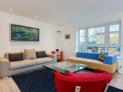 Photo for Smart 2 bedroom flat in beautiful Chiswick. Located on the River Thames (Veeve)