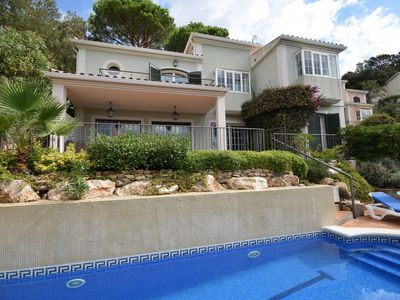 Photo for Comfortable villa with private pool and beautiful view of the green valley