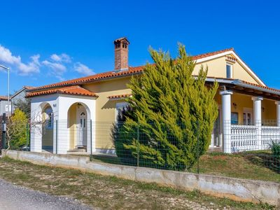 Photo for 2 bedroom Villa, sleeps 6 in Ližnjan with Air Con and WiFi