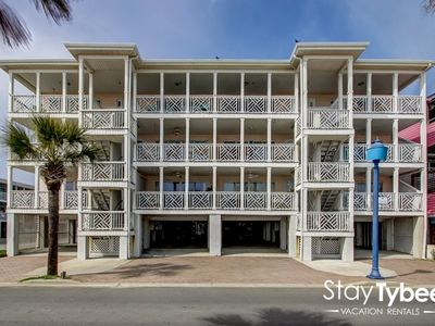 Photo for 2 Bedroom Condo oceanfront, just steps form the beach.