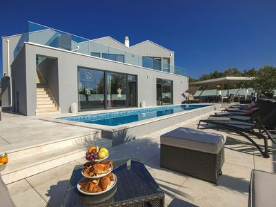 Photo for Spacious luxury villa with a private swimming pool, 5 bedrooms, 10 km from Porec and the beach