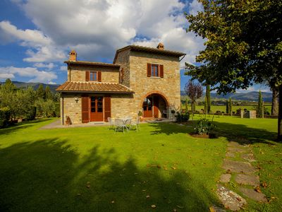 Photo for Provincial Villa in Cortona Tuscany with Swimming Pool