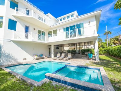 1 block to BEACH! Spacious Home with room for everyone! Pool, Spa, Rooftop Deck!