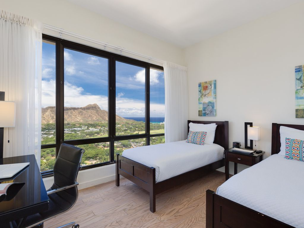 Fabulous Diamond Head And Ocean Views From This Two Bedroom Penthouse Suite Waikiki Honolulu