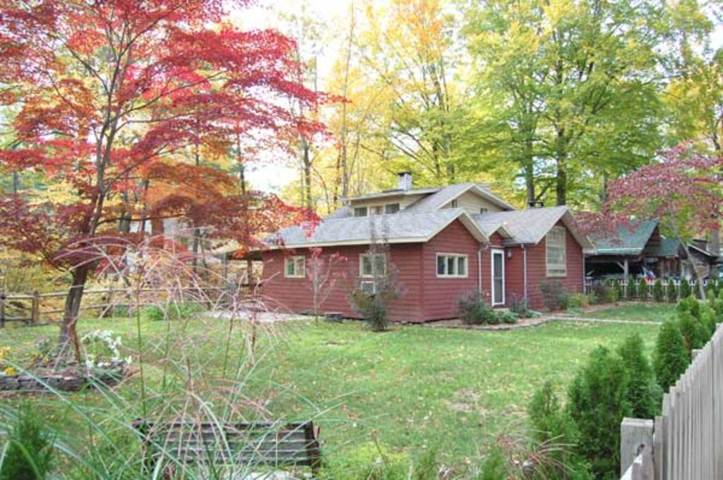 Brookside Retreat: Streamside Patio, Fireplace, Writer's Studio ...