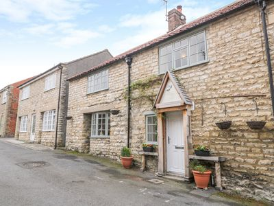Photo for BRAMBLE COTTAGE, with open fire in Pickering, Ref 1007125