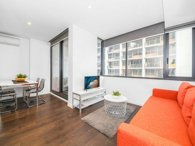 Photo for A Cozy CBD Suite Near Southern Cross + Pool & Gym