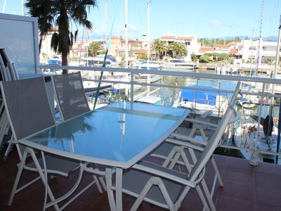 Photo for Appart 2 bedrooms, terrace overlooking the marina, residence with swimming pool.