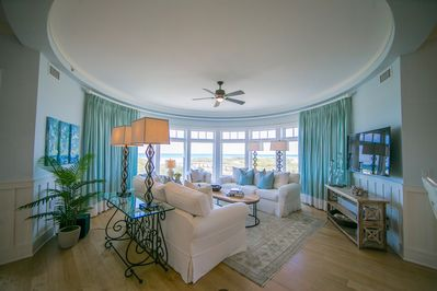 Ample seating and open concept living make this condo the bright spot for creating forever memories with your loved ones
