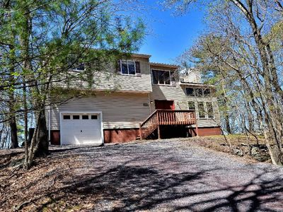 MODERN LAKEFRONT WITH SAUNA, FIREPLACE, SLEEPS 14.  ONLY 7 MILES TO CAMELBEACH