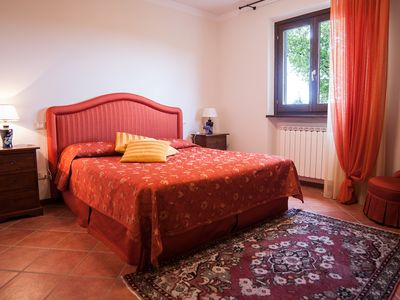 Photo for Villa Caterina with Private Pool in the Heart of Tuscany between Florence and Arezzo