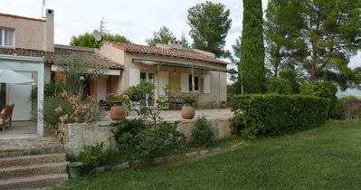 Photo for Beautiful Villa with pool at the foot of the hill Garlaban