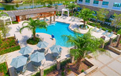 Photo for Close to U of Florida. Free Breakfast. Outdoor Pool & Hot Tub.