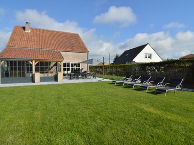 Photo for Detached holiday home with jacuzzi, sauna, plenty of privacy, walking distance from the beach
