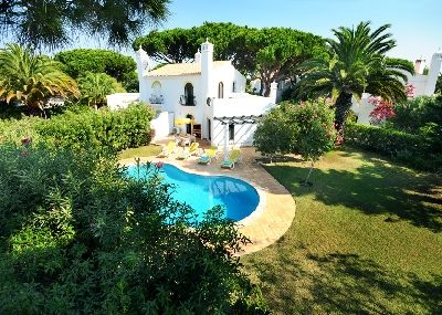 Photo for Beautiful 2 bedroom villa with pool in Dunas Douradas. Only 10 minutes walk to Garrao beach F248