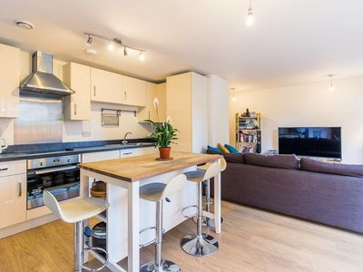 Photo for Contemporary and Bright 2 Bed Flat in East London