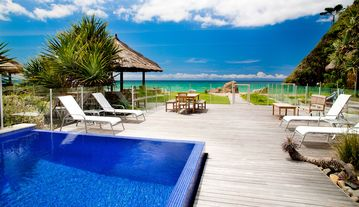 Sapphire Seas Beach House - INCREDIBLE ABSOLUTE BEACHFRONT POSITION