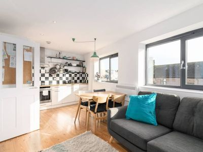 Photo for Bright and Homely 2 Bedroom Flat