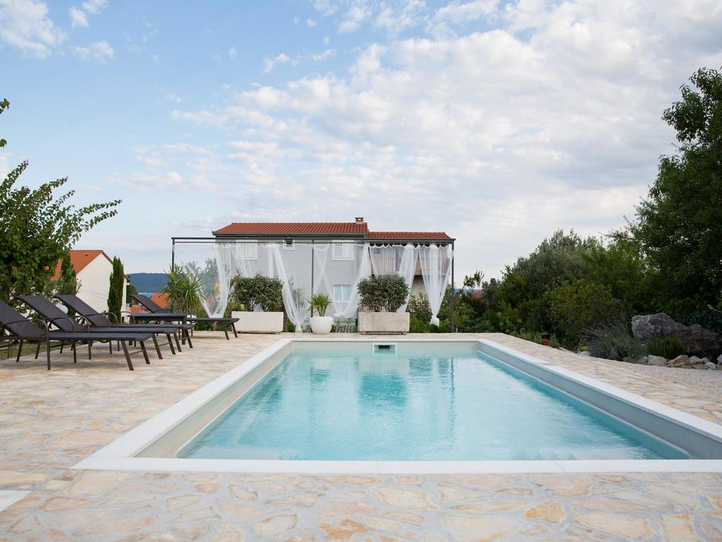 Luxury villa sunny garden with private heated swimming for Heated garden swimming pools