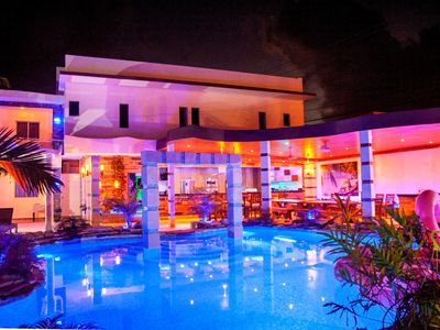 Brand New Luxury 14BD Party Villa, steps from Clubs/Beaches!