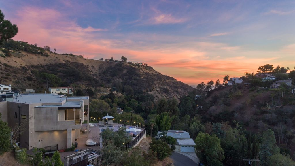Property Image#47 A 7 Bedroom Gated Architectural Masterpiece. Crown Jewel  Of Hollywood