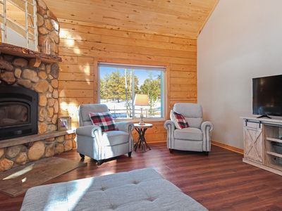 Photo for Lovely home w/ a full kitchen, loft, & enclosed yard - in a great location!