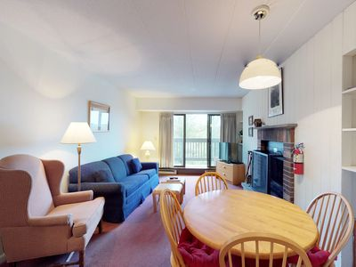 Photo for Clean & bright condo with shared pools, hot tub, sauna & views - walk to lifts