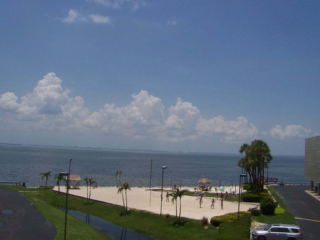 Directly on waters of Tampa Bay, 3 mi fromTampa Int Airport