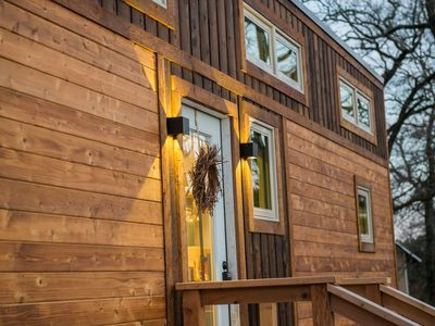 """Photo for """"Montana Escape"""" Tiny House in Waco–12 min. to Magnolia and Baylor"""