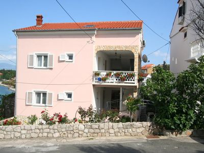 Photo for Holiday apartment with air conditioning and balconies with sea views geschlosene