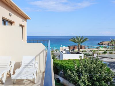 Photo for Fig Tree Beach Apartment - 1 Bedroom Apartment metres from Fig Tree Beach