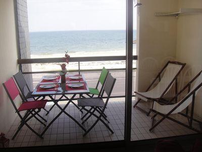 Photo for Apartment in quiet residence facing the beach Sea view