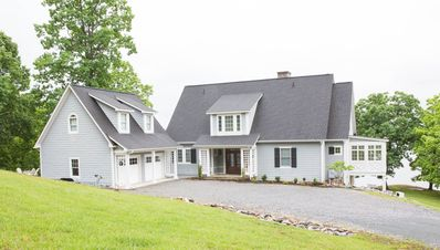 Photo for House, 5 Bedrooms, 5.5 Baths, (Sleeps 10) **PLEASE ASK ABOUT THE GARAGE APT**