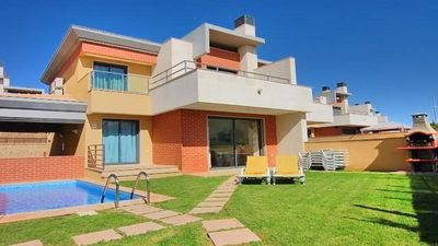 Photo for 4 Bedroom, Holiday villa with private swimming pool, golf nearby in Albufeira
