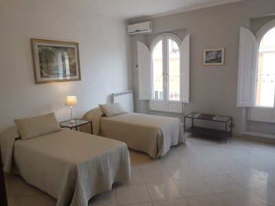 Photo for Close to the Spanish Steps, WIFI, A/C, 2 bedrooms